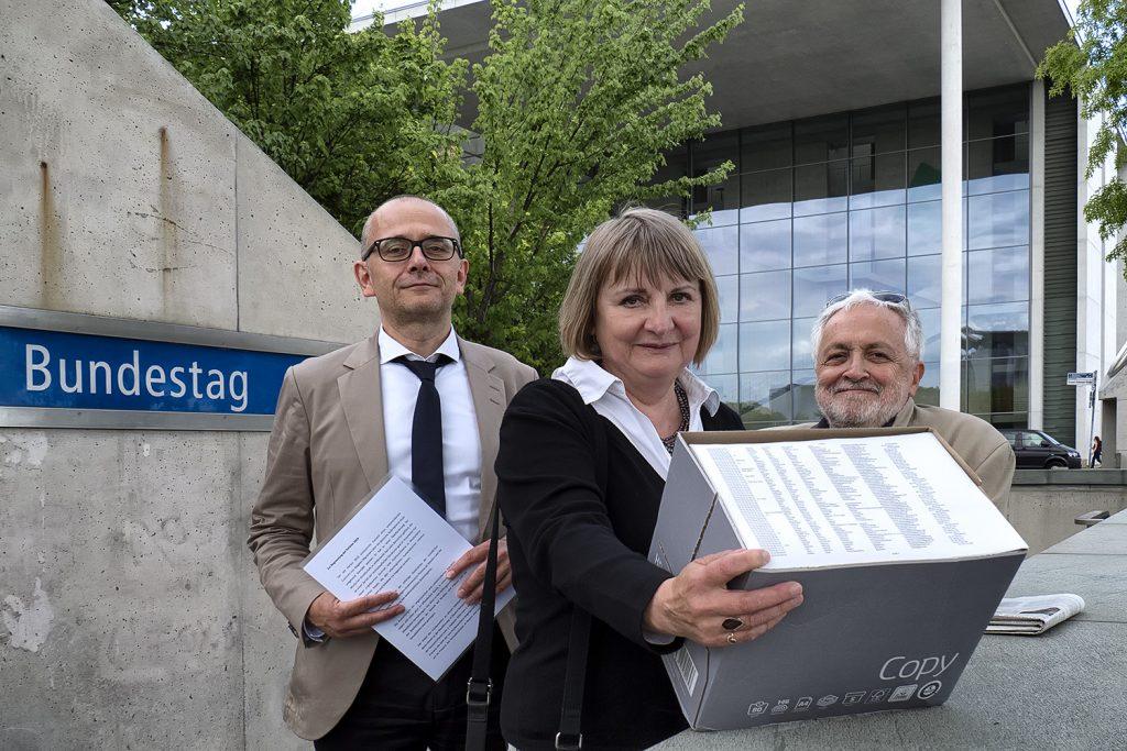 Übergabe der Erklärung 2018 am Deutschen Bundestag